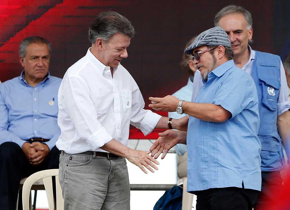 'Hoy las armas se cambiaron por las palabras': presidente de Colombia