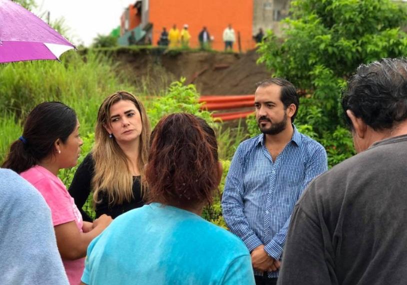 Recorre Fernando Yunes fraccionamiento afectado por lluvias