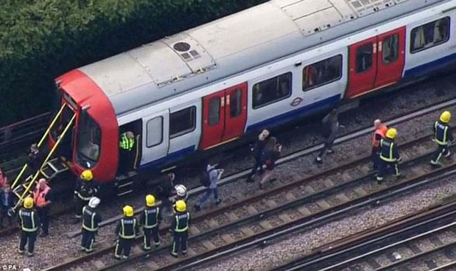 Atentado en Metro de Londres deja 29 heridos