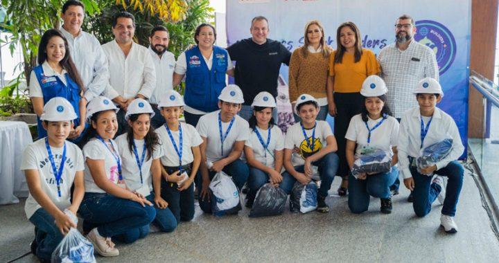 Presenta Morelli al Shark Builders, el equipo de robótica municipal