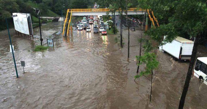 Inundaciones y afectaciones por fuerte lluvia en Xalapa
