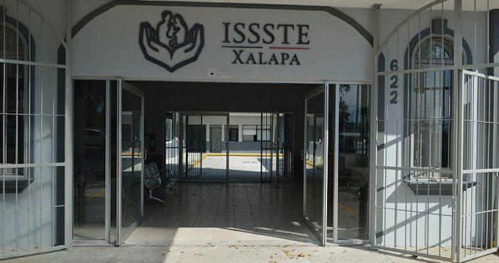 En el ISSSTE de Xalapa la directiva vacuna a amantes y al personal cercano