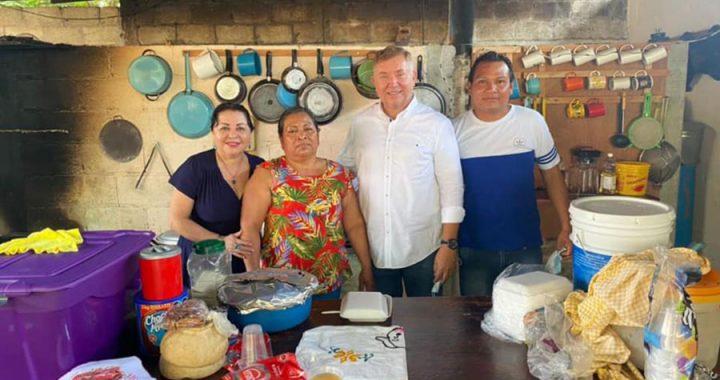 Paco Gutiérrez de Velasco recorre colonias jarochas; es bien recibido