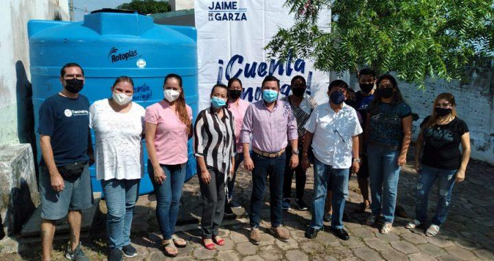 Continúa la entrega de tinacos, pintura e impermeabilizante: Jaime de la Garza
